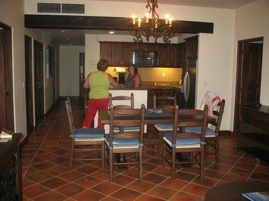 Hacienda del Mar Los Cabos :                                     une vue de la salle à manger et la cuisine