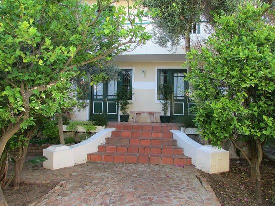 Mediterranean Villa Bed and Breakfast: Innenhof