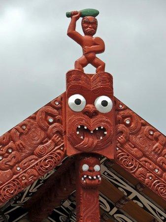 Whakarewarewa: The Living Maori Village: figurehead above the marae