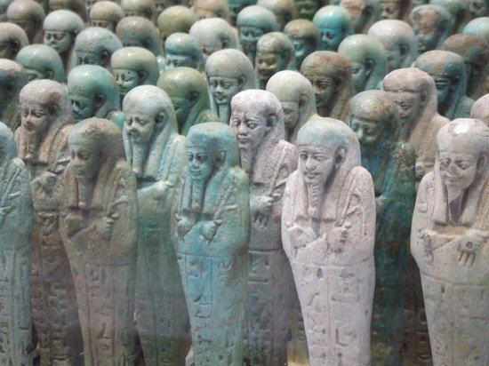 Louvre-Lens:                   Les serviteurs du Pharaon