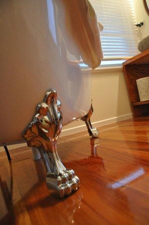 Hosking House: Soaking tubs