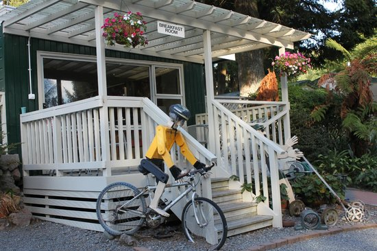 Rotorua Hideaway Lodge:                   Breakfast Room