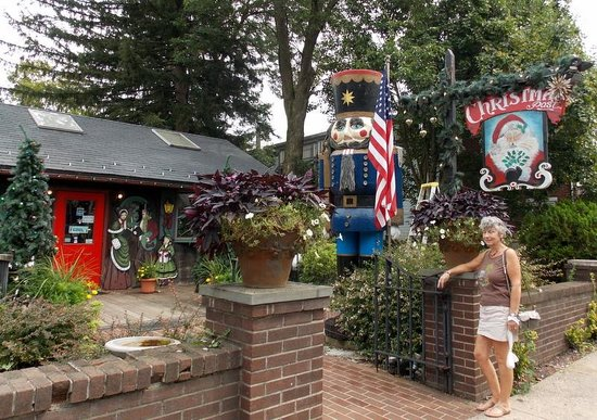 Delaware Canal: Christmas Shop