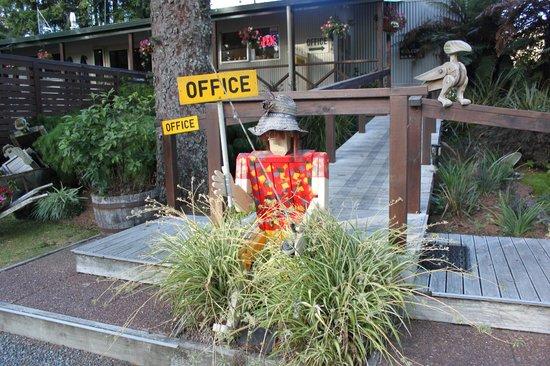 Rotorua Hideaway Lodge:                   Lodge Office