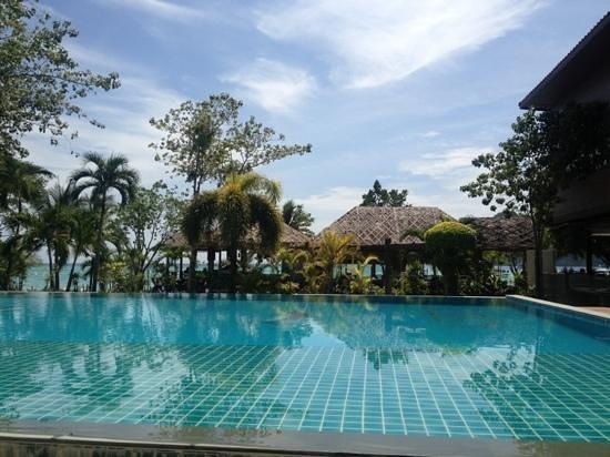 Phi Phi Villa Resort:                   view from the pool