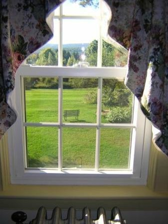 The Centennial House Bed and Breakfast: View from Deerfield Suite