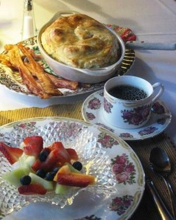 The Centennial House Bed and Breakfast : Ample breakfasts at Centennial House