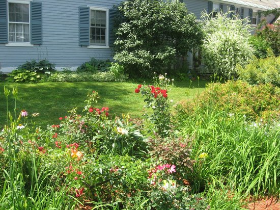 The Centennial House Bed and Breakfast : Centennial House Flower Gardens