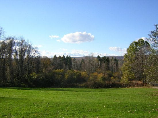 The Centennial House Bed and Breakfast: View from Deerfield Room in Fall