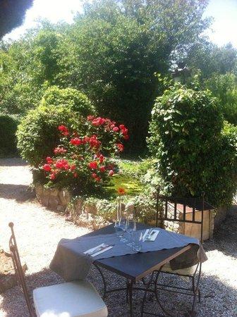 Hotel Restaurant Villa Glanum Saint Remy de Provence : la terrasse