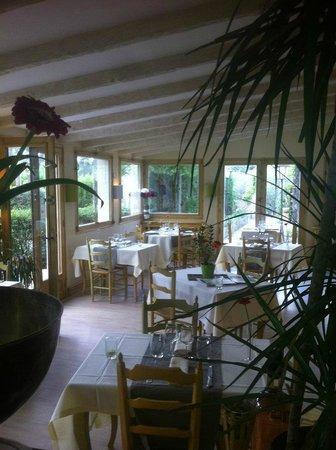 Hotel Restaurant Villa Glanum Saint Remy de Provence : la salle de restaurant