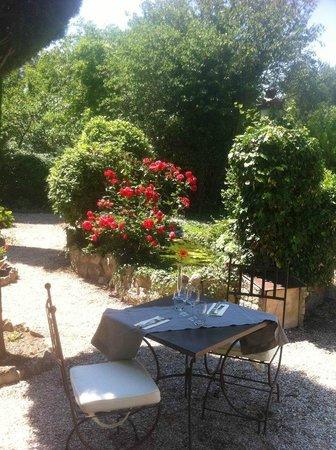 Hotel Restaurant Villa Glanum Saint Remy de Provence : le petit bassin
