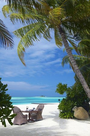 Naladhu Private Island Maldives: Naladhu Beach Lunch Med Res