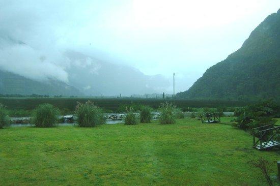 Cruce Andino Puerto Montt / Bariloche Day Tours: Paisaje de Peulla.