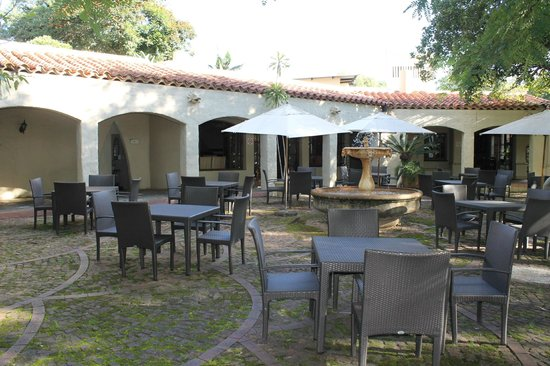 aha Casa do Sol: Garten-Restaurant im Innenhof