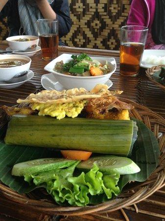 Saung Gawir Bungalow & Resto