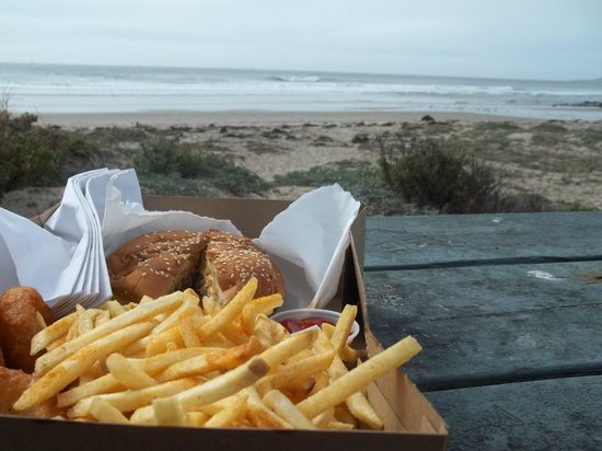 Jalama Beach Grill: Yummy burger, fries and onion rings