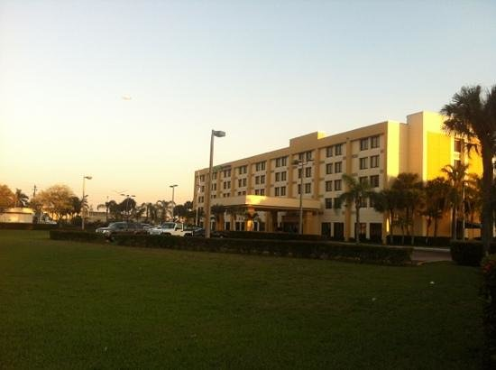 Holiday Inn Express Miami-Hialeah (Miami Lakes):                   frente do hotel