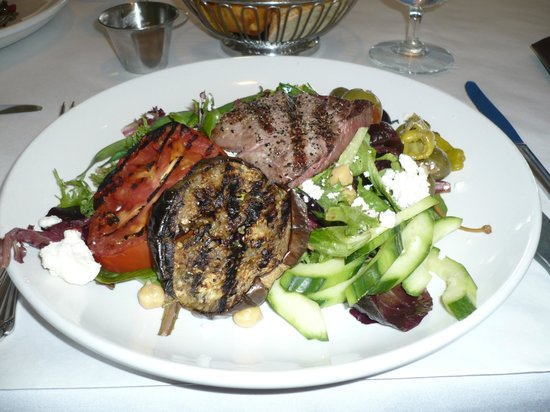 Artichoke Cafe : Grilled lamb Greek salad