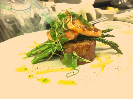 Wild Sage American Bistro: Grilled Vancouver Chinook Salmon