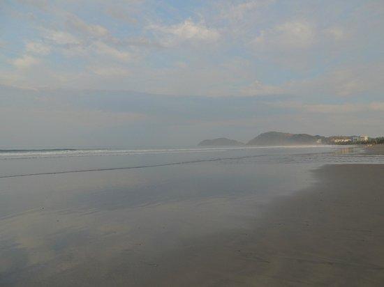 Beach Break Resort :                                     jaco