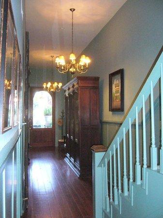 Green House Inn: Main entry & hall