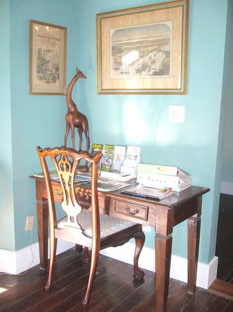 Green House Inn: Writing desk