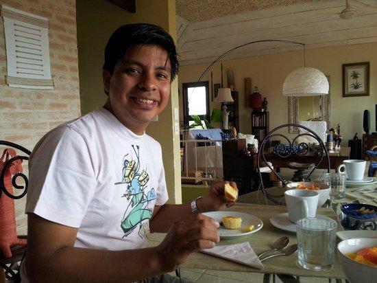 Pousada de Charme Outre Mer: Saboreando el delicioso muffin!!!!