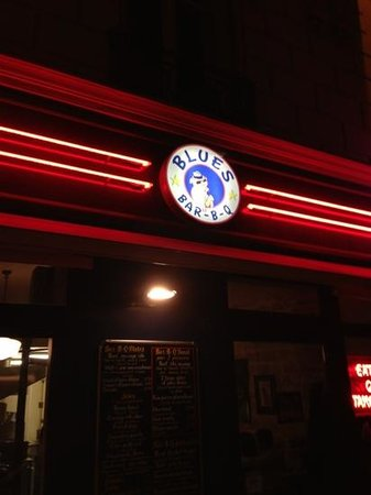 Blues Bar-B-Q:                   façade du restaurant