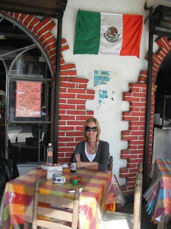 Mercado de Artesanias La Ciudadela :                   praça de alimentaçao