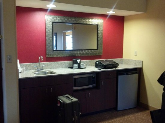 Courtyard by Marriott Louisville Downtown:                   suite next to my room
