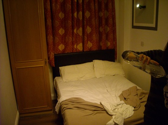 Holland Court Hotel :                   Room