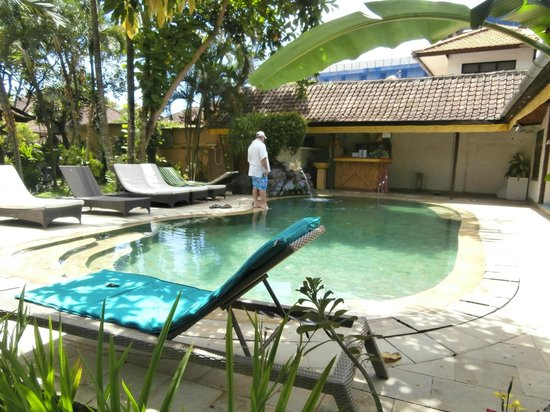 Prima Cottage:                   The Pool
