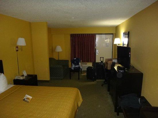 Quality Inn Orlando Airport: Room