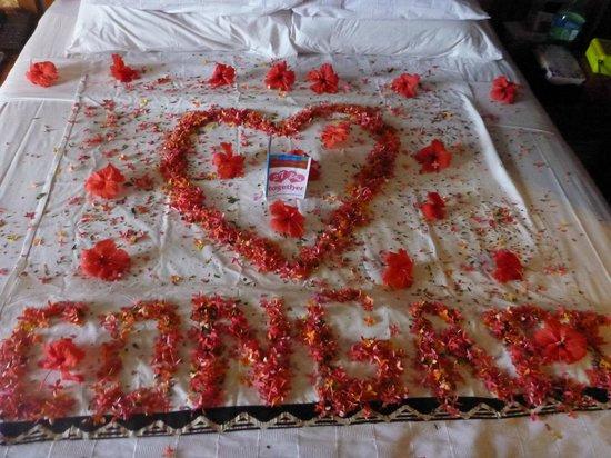 เอ้าท์ทริกเกอร์ ออน เดอะ ลากูน ฟิจิ:                                     What hotel did to our bed on our wedding anniversary.