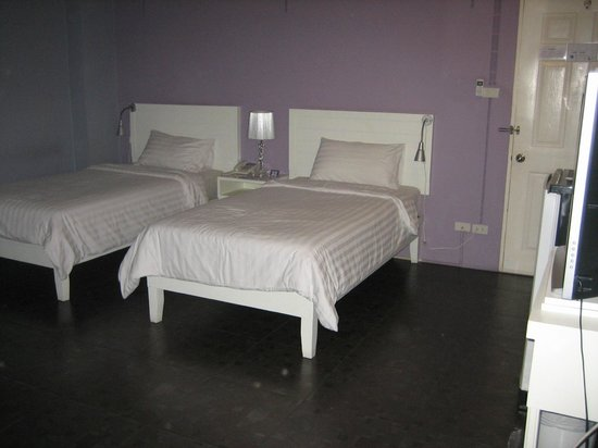 Lilac Relax-Residence:                   Our room with twin beds, telephone, side lights for both beds.