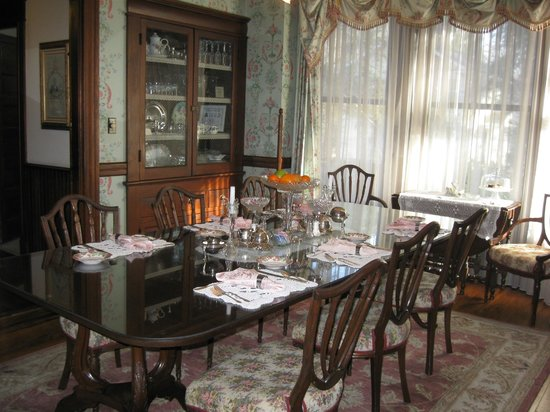The 1899 Wright Inn and Carriage House :                   Amazing breakfast awaits you!