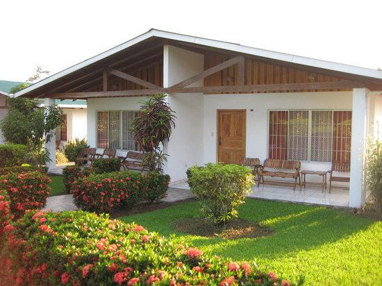 Hotel Villas Vilma: Área de piscina y jacuzzi