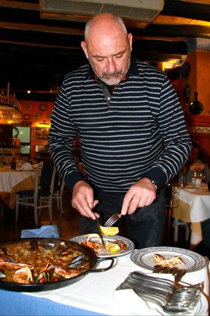 Mare Nostrum: Paella being served tableside