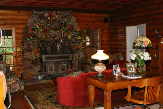 Gold Mountain Manor Bed and Breakfast:                   Main lodge