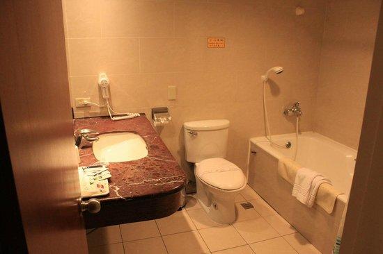 Unite Hotel:                   トイレ、浴室
