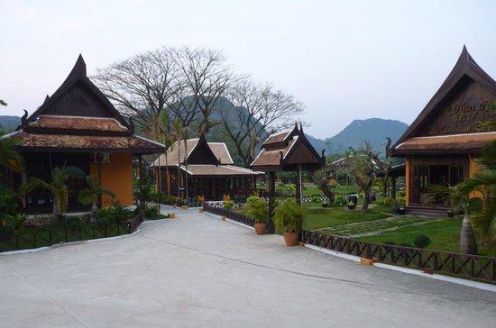 Villa Vang Vieng Riverside:                   Hotel entrance