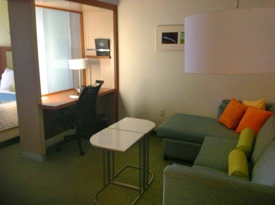 SpringHill Suites McAllen: desk
