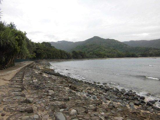 Senggigi Beach:                   Airnya ngak biru juga kok