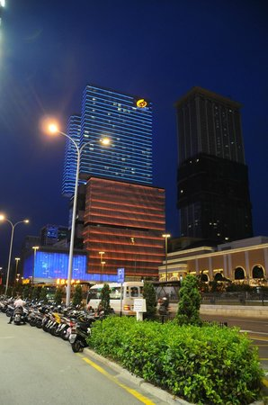 StarWorld Macau: hotel at night