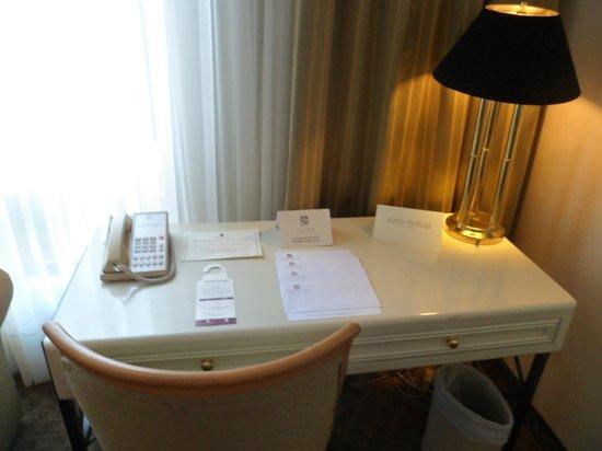 Suites Del Bosque Hotel: papeles de información del hotel