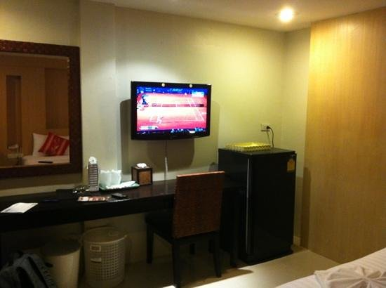 Banana Leaf Hotel & Serviced Apartment: the tv