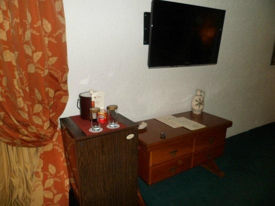 Antara Hotel: TV