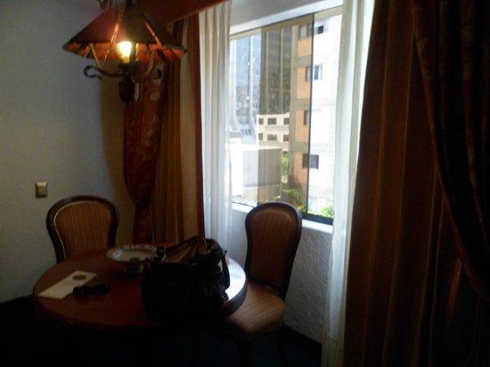 Antara Hotel: Vista a la calle
