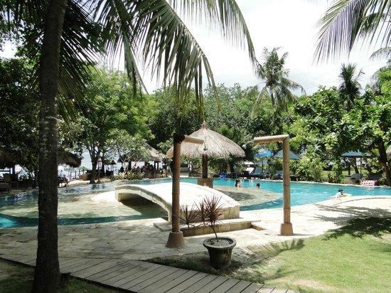 Hai Tide Beach Resort:                   Бассейн